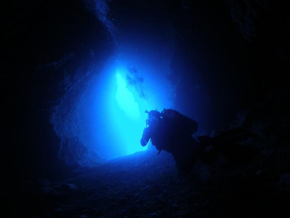 美しい青の洞窟