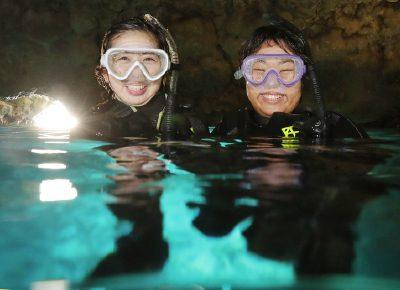 ビーチから行く青の洞窟シュノーケリングツアー