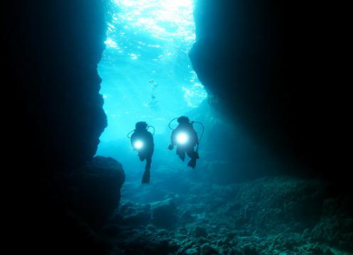 青の洞窟体験<br /> ダイビングツアー