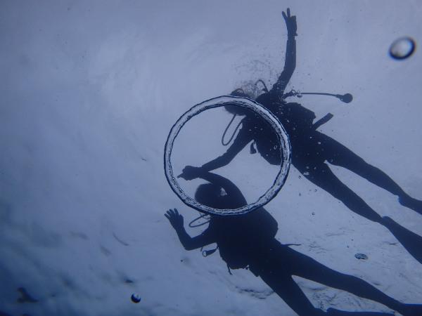 ダイビングでのバブルリングの写真